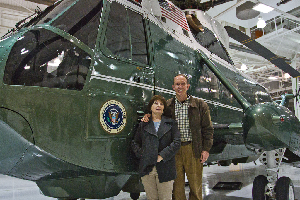 Students tour president's personal helicopter, Marine One