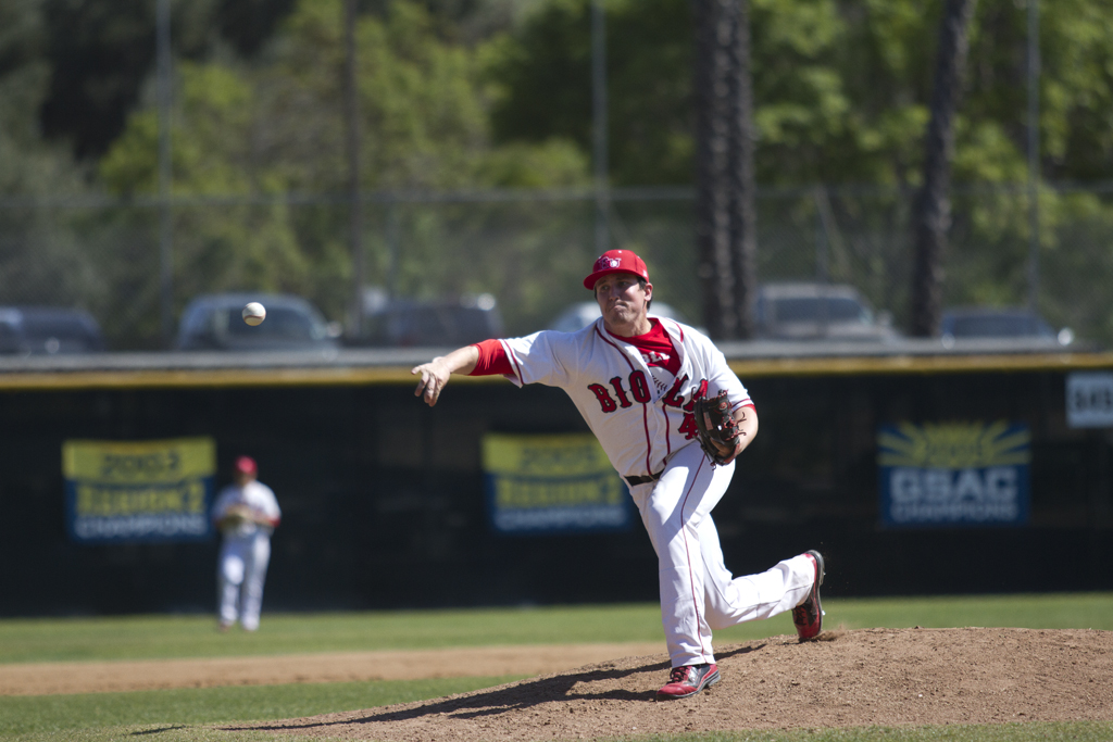 Baseball lacks timely hitting, drops both ends of doubleheader to Westmont