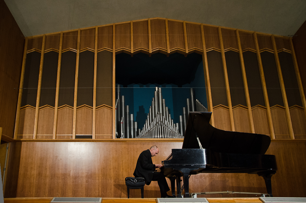 Pianist Paul Barnes performs at Biola for Year of the Arts