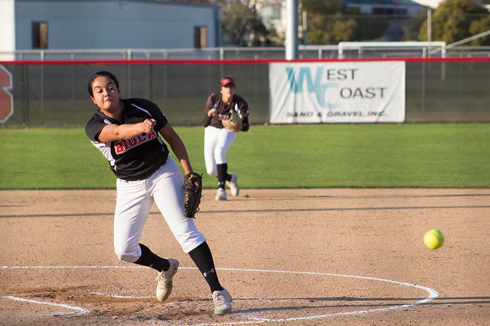 Eagles split doubleheader with Vanguard