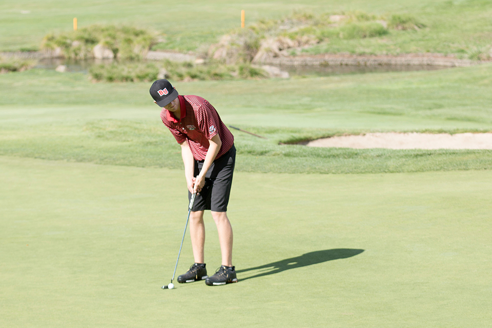 Men's golf finishes 12th at first tournament