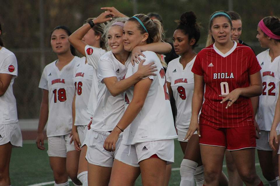 Women's soccer holds off Point Loma