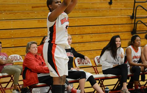 Women's basketball falls in season opener