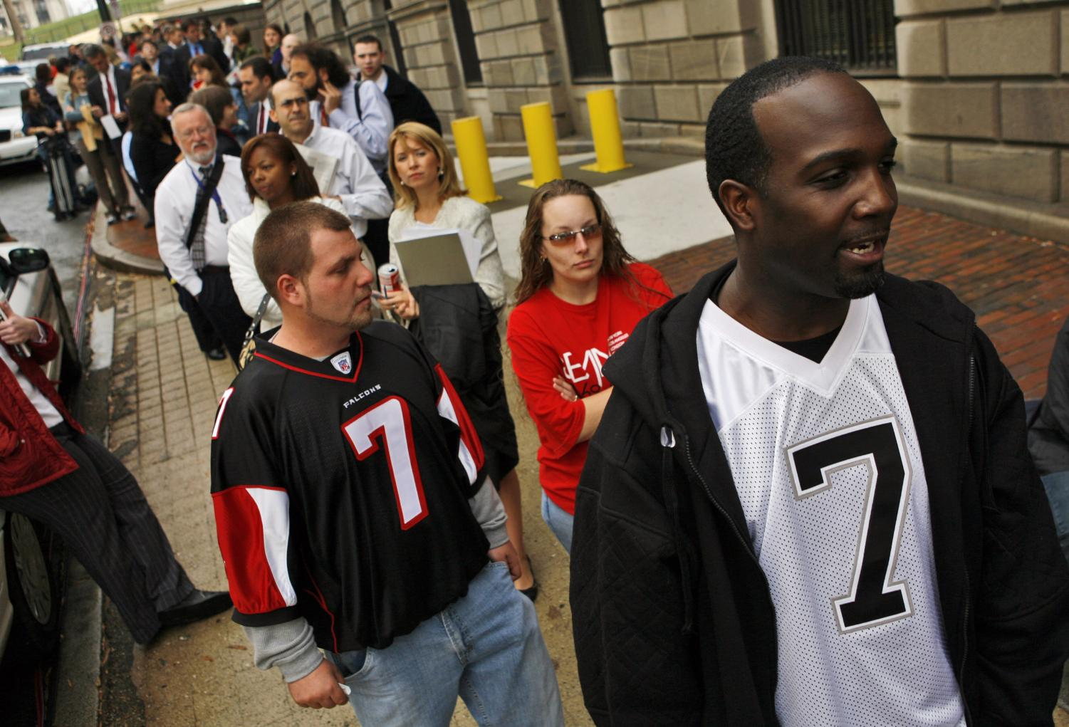Five Falcons fined for displaying Michael Vick messages - The Chimes
