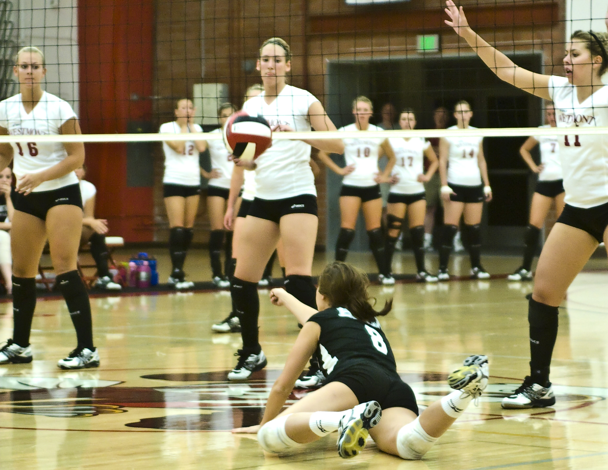 Women's volleyball continues to prevail over rival teams