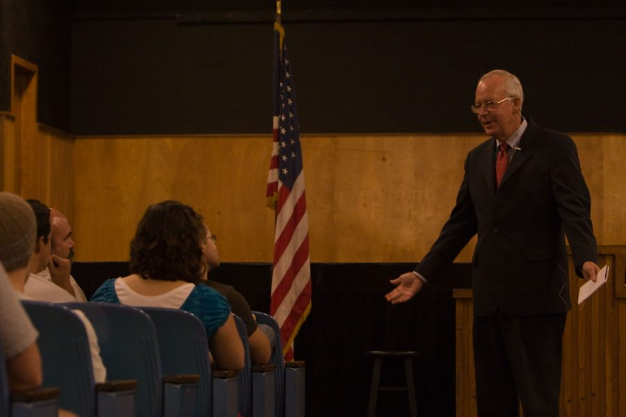Kenneth Starr lectures in Sutherland Hall Tuesday. Starr is well-known for spearheading political investigations into the scandal involving former President Bill Clinton and Monica Lewinsky in the 90s. - Photo by Lindsey Minerva.