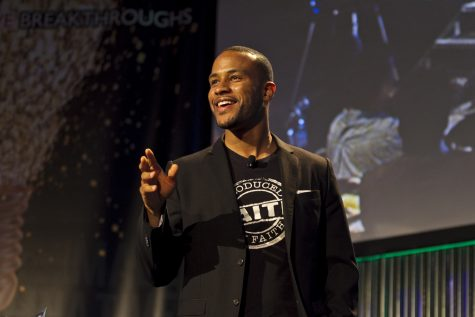 DeVon Franklin, VP of Production for CoLumbia Pictures/Sony, received the 2012 Biola Media Award at the 17th annual Biola Media Conference. The conference was held at CBS Studios in Studio City, CA on Saturday, May 5th. | Olivia Blinn/THE CHIMES