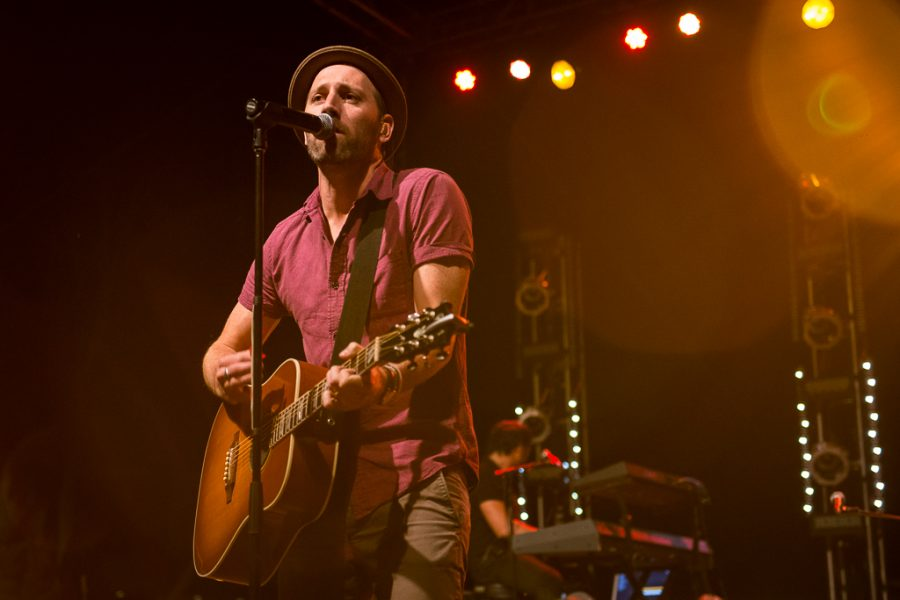 With an intricate light show behind him, Mat Kearney performs hits from the