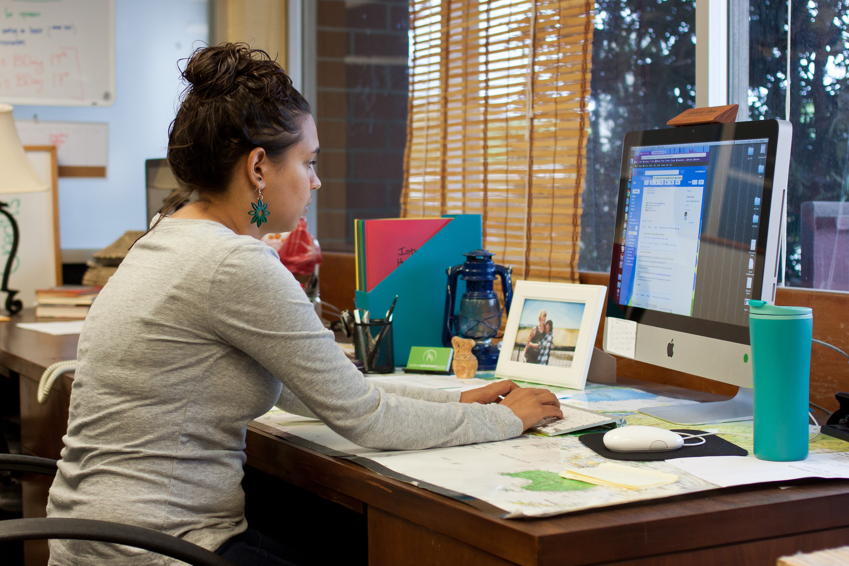 Co-director Rebekah Davis works at her desk in the SMU office, diligently preparing for Missions Conference.   Grant Walter/THE CHIMES