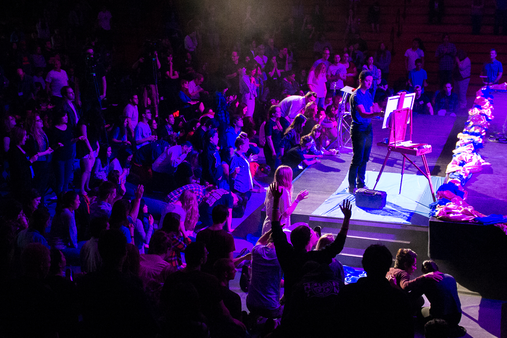 Students respond to altar call for missions at closing session