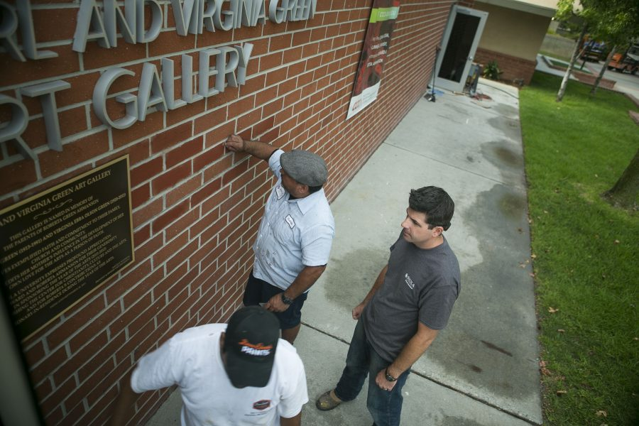 Facility workers add the final touches on the Center for Christianity, Culture and the Arts. What has been known previously as the student art gallery, CCCA will celebrate its opening with festivities, including the dedication and a concert on Metzger lawn. Tomber Su/THE CHIMES
