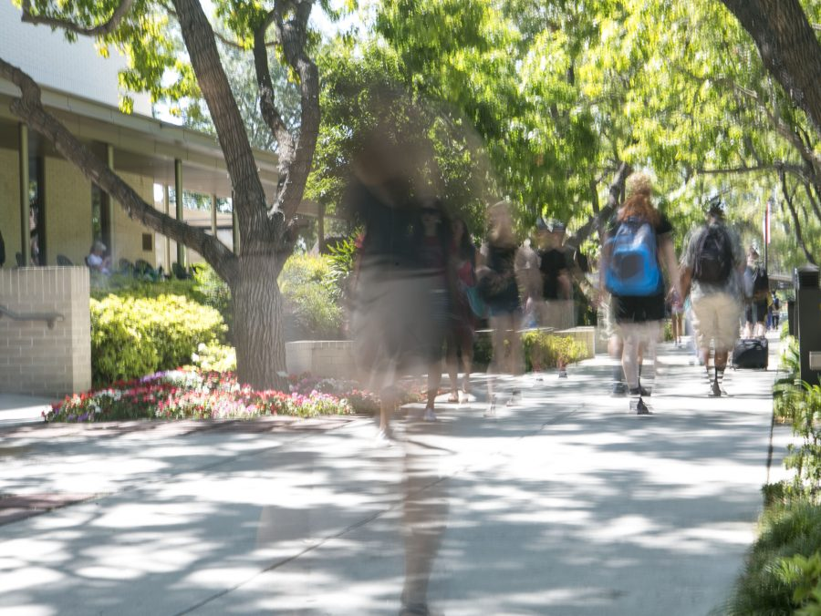 Biola students rush past the library between classes. Biola ranked 177 out of 281 schools on the National Universities list, which is topped by universities like Princeton, Yale and Harvard. | Tomber Su/THE CHIMES
