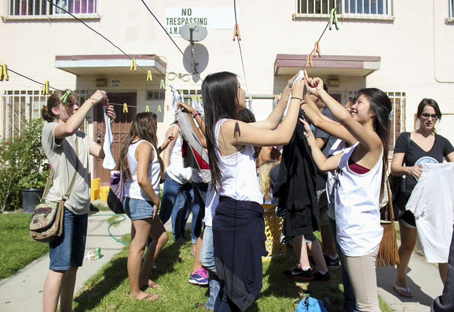 From left to right, juniors Allison Mack, Kiara Ray Bernal, Jessica Thong and sophomores Eva Kong and Rachael Clifford help hang clothes to dry at the Dream Center in downtown Los Angeles. | Karin Jensen/THE CHIMES