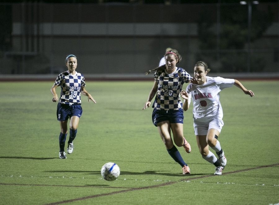 Senior Morgan Aukshunas steals the ball away from Masters on the way down the field. | Tomber Su/THE CHIMES