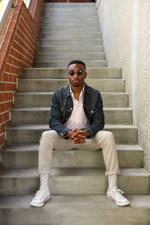 Julius Thompson sports the perfect spring outfit, with a lightweight shirt and fashionable shades. | Tomber Su/THE CHIMES