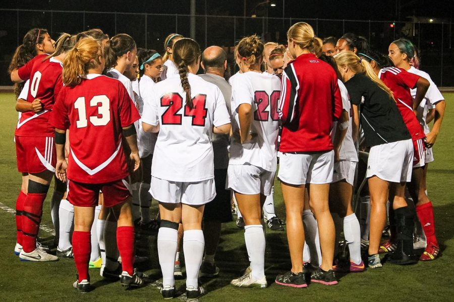 The women's soccer team debriefs after their 1-0 win against CSULA on Thursday night. | Katie Evensen/THE CHIMES