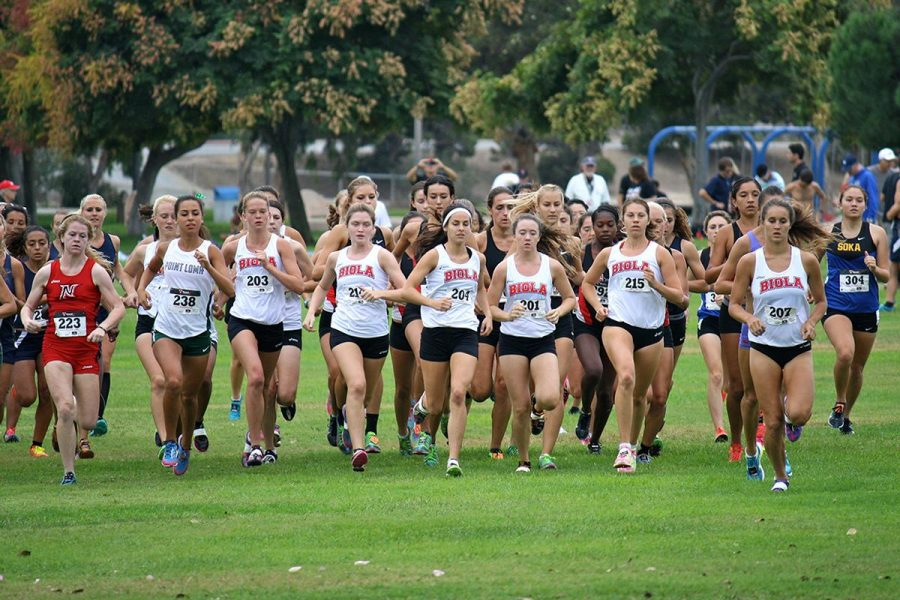 Junior Brooke Arvidson, freshman Stephanie Croy, and sophomore Lyndee Dawson run alongside other schools at the San Diego State Cross Country Invitational.| Courtesy of Allan and Jessi Kung [file photo]
