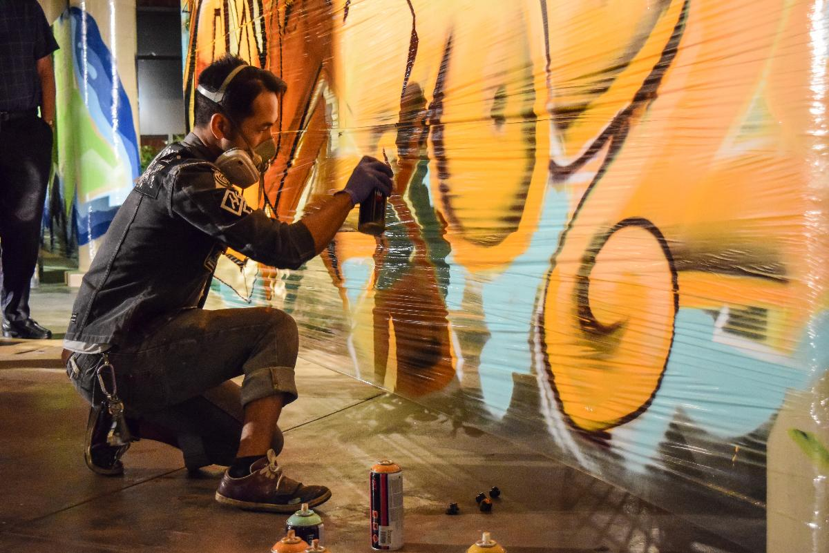 A graffiti artist creates a mural at Sola Soul 2014 which took place at Sutherland Auditorium. | Michelle Shin/THE CHIMES
