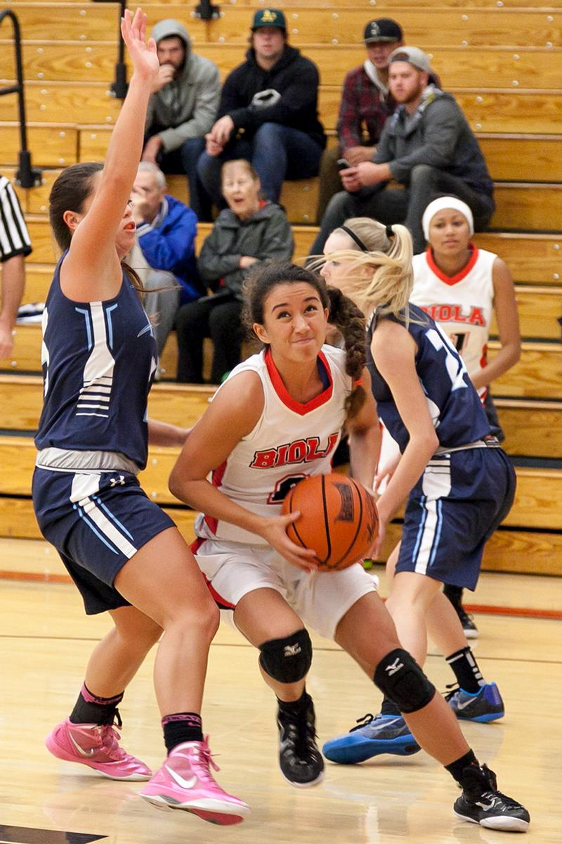 Freshman guard Dani Kennedy dodges two players from San Diego Christian College on Tuesday Nov. 2. | Molli Kaptein/THE CHIMES