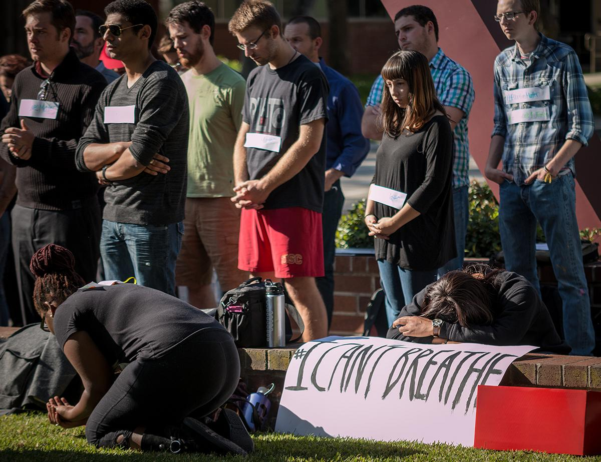 Students gather at the Bell Tower to pray and reflect on the recent incidents in Ferguson. | Aaron Fooks/THE CHIMES