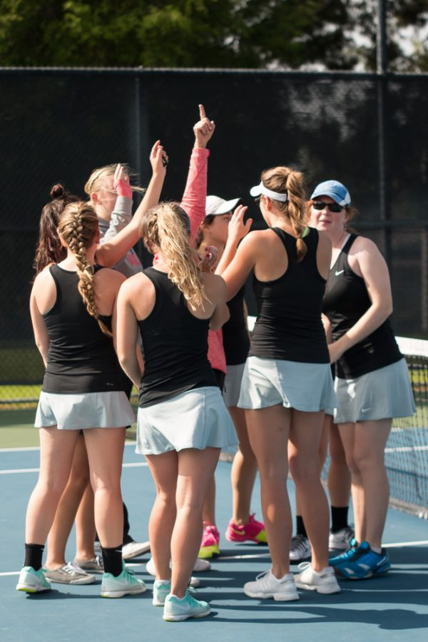 The womens tennis team joyfully gathered together despite their losses this weekend.   Marissa Osswald/THE CHIMES