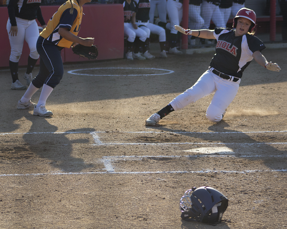 Softball suffers sweeping defeat from the Hawks