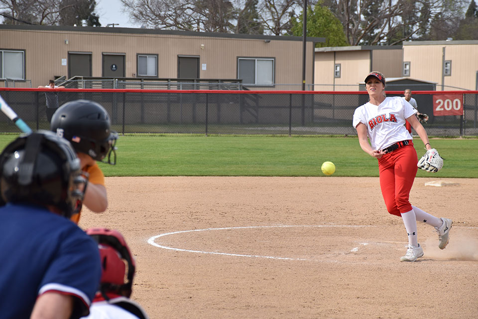 Eagles split twinbill with the Firestorm