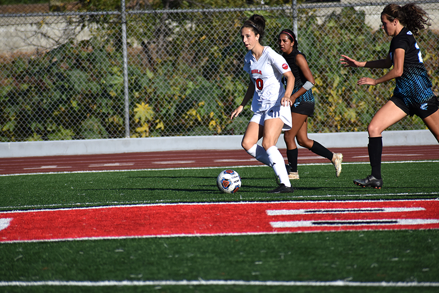 Women's soccer cruises to a win