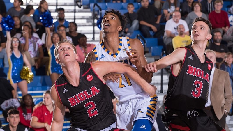 Men's basketball fails to keep pace