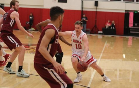 Men's basketball bounces back