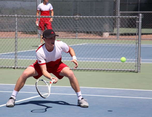 Men's tennis falls to Hawaii Hilo