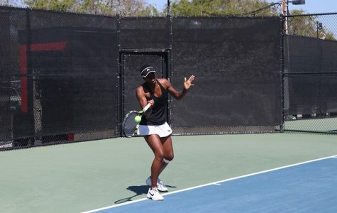 Women's tennis breaks losing streak