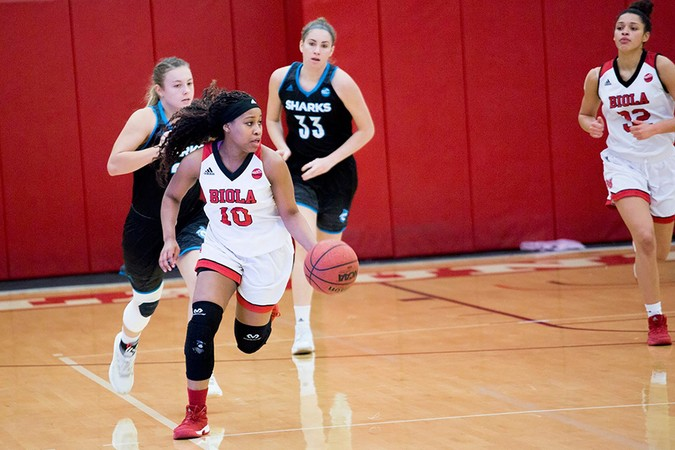 Women's basketball loses in final minutes