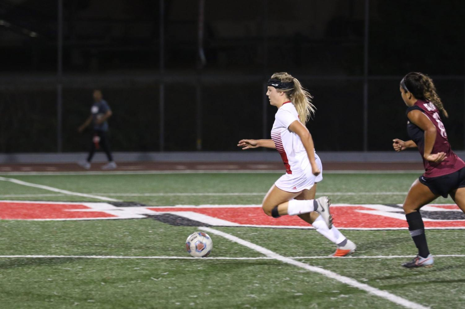 Junior forward Sarah Jeffries handles the ball during the Eagles' game against Cal State Dominguez Hills on Aug. 30, 2018. Courtesy George Rodriguez/Biola Athletics