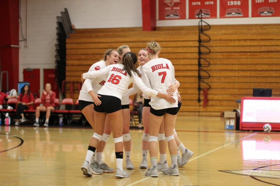 Biola+volleyball+players+celebrate+a+point+during+their+sweep+of+Chaminade+University+on+Sept.+17%2C+2018.+Photo+by+Aaron+Zhang%2FTHE+CHIMES