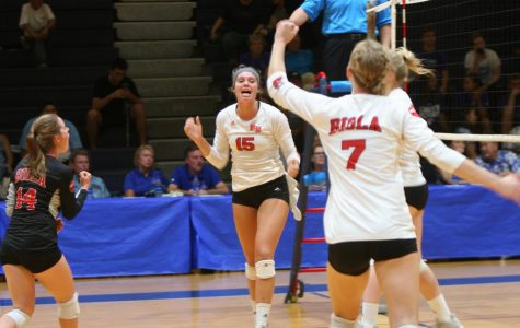 Volleyball starts Hawaii road trip with win