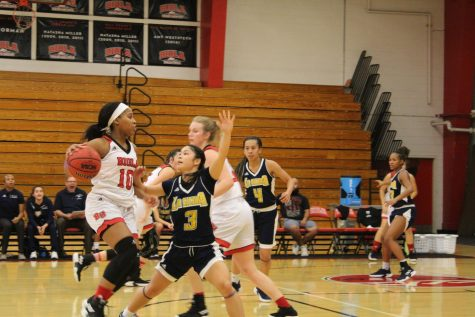 Women's basketball gets season's first victory in blowout fashion