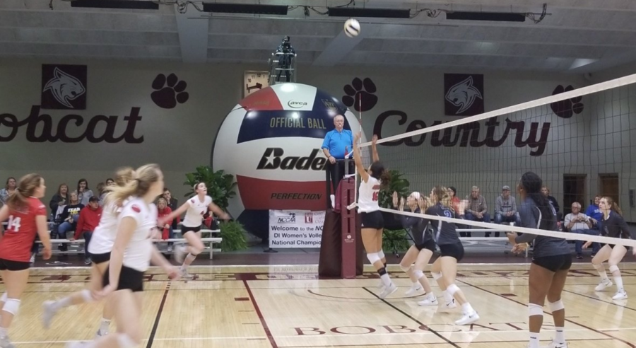 Volleyball+begins+NCCAA+title+defense+strong