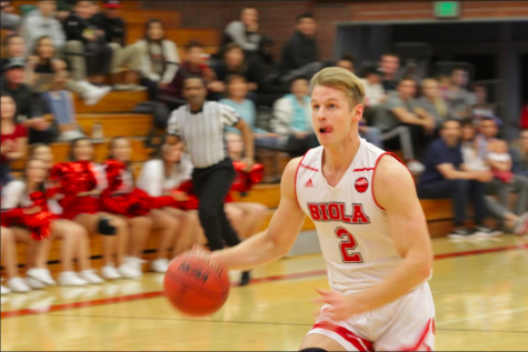 Men's basketball celebrates their second consecutive blowout win