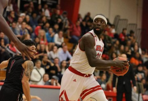 Men's basketball picks up pair of wins