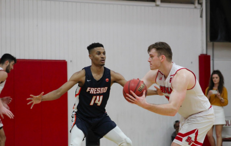 Men's basketball wins tight matchup against Fresno Pacific