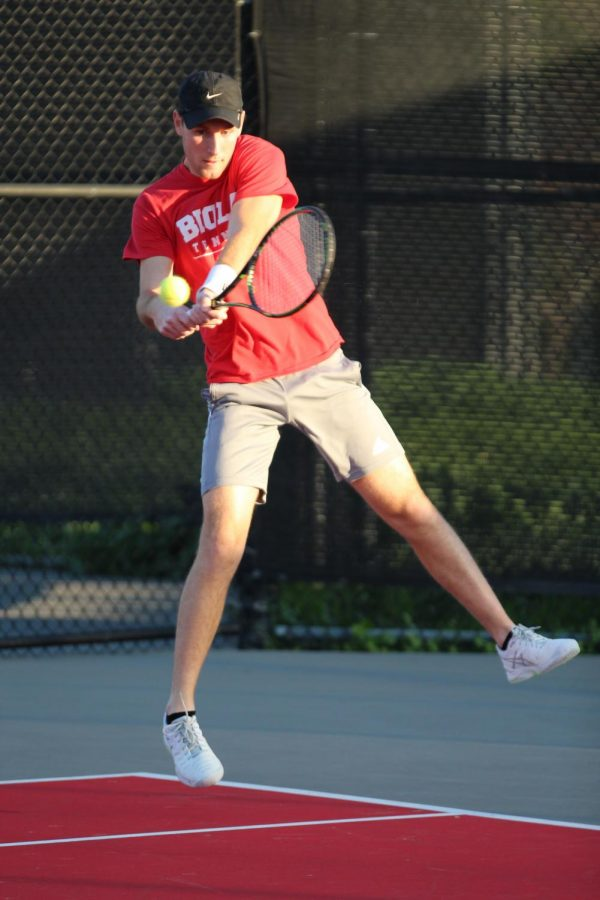 Men's tennis win their second match in a row against Chapman University