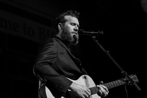 John Mark McMillan serenades campus