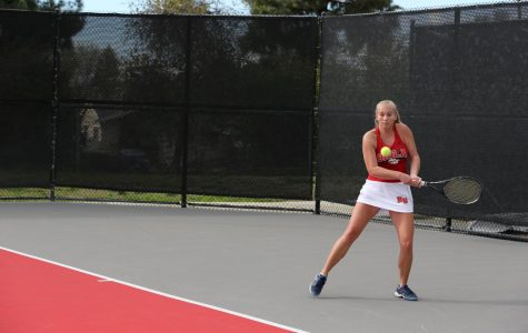 Women's tennis rallies for 4-3 win