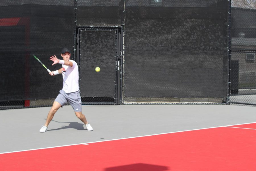Men's tennis notches road win
