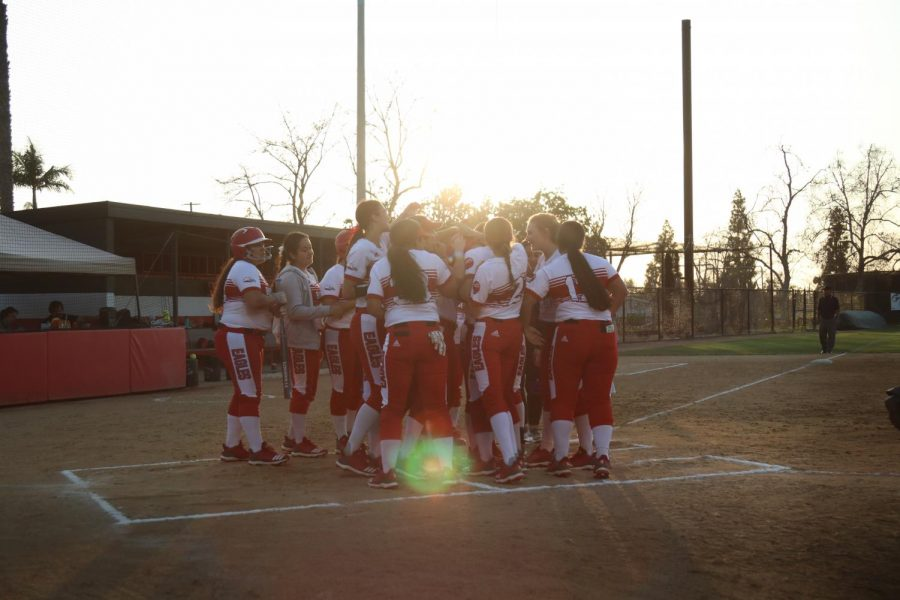 Softball sweeps Silverswords in back-to-back doubleheaders