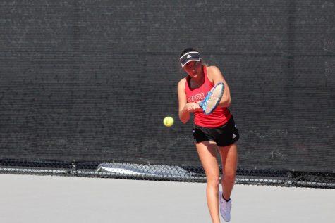 Women's tennis sweeps Dominican University