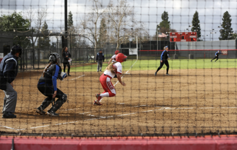 Softball splits doubleheader at Holy Names
