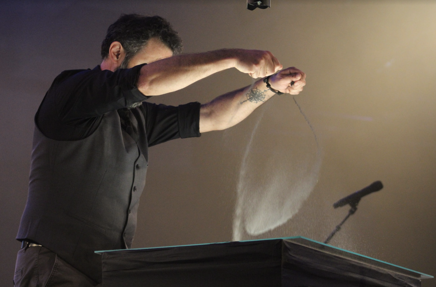 Artist+Jon+Crowe+crafts+a+shifting+picture+with+sand+during+the+opening+of+the+second+keynote+session+of+Missions+Conference+2019+on+March+19.