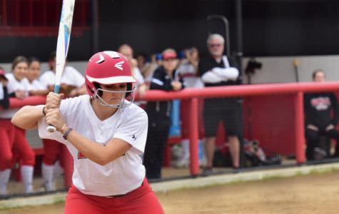Softball splits second doubleheader against HPU